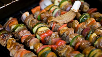 423161-shish-kebabs-on-the-grill